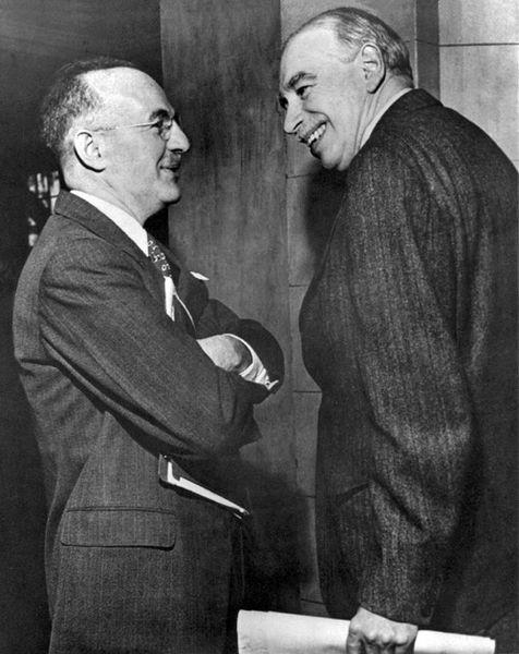 John Maynard Keynes(derecha) y Harry Dexter White (izquierda)