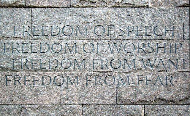 """Las """"Cuatro Libertades"""" grabadas en una pared del Memorial a Roosevelt en Washington"""